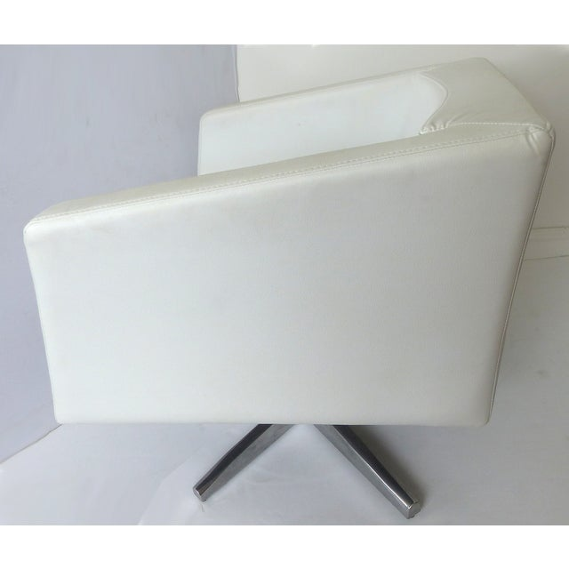 Modernist White Leather Swivel Chairs - A Pair - Image 4 of 10