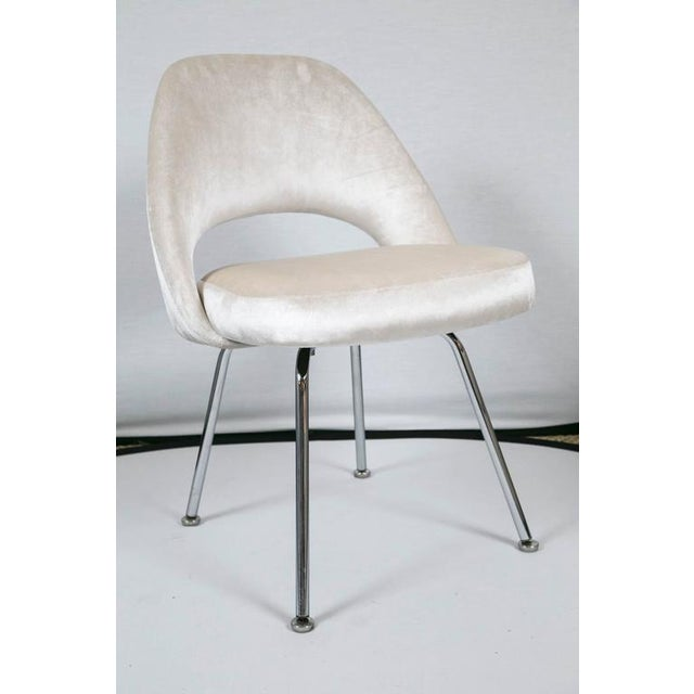 Saarinen Executive Armless Chairs in Ivory Velvet, Set of Six - Image 4 of 9