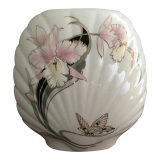 Fine China Japan White Elegance Flat Shell Vase