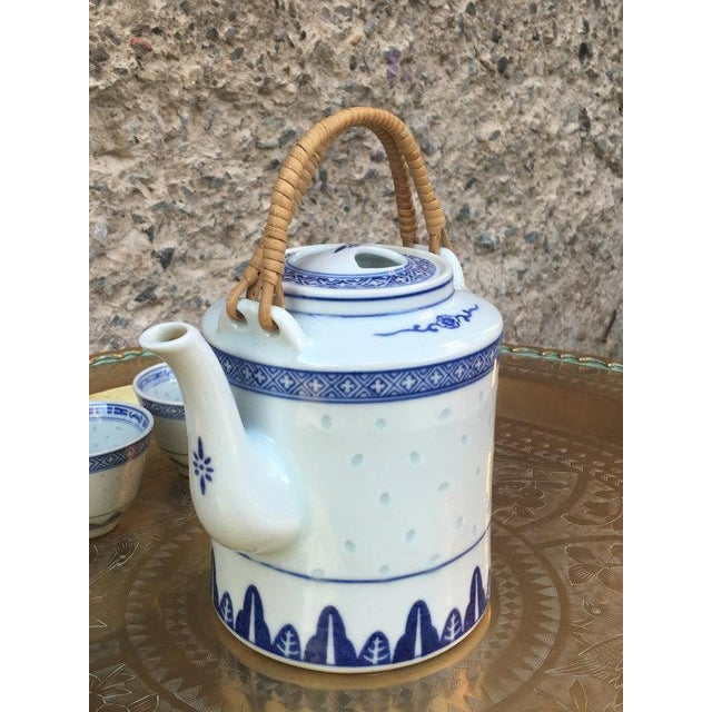 Blue and White Chinoiserie Teapot & Cups - Image 2 of 6