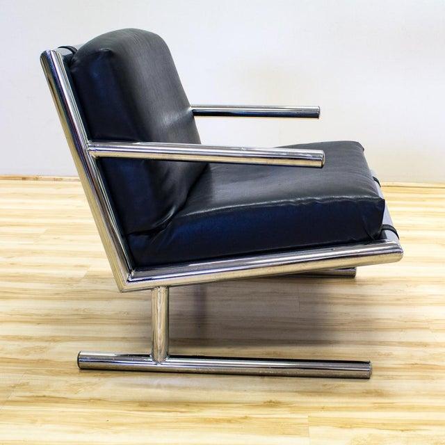 Tubular Chrome & Navy Vinyl Club Chair - Image 4 of 8