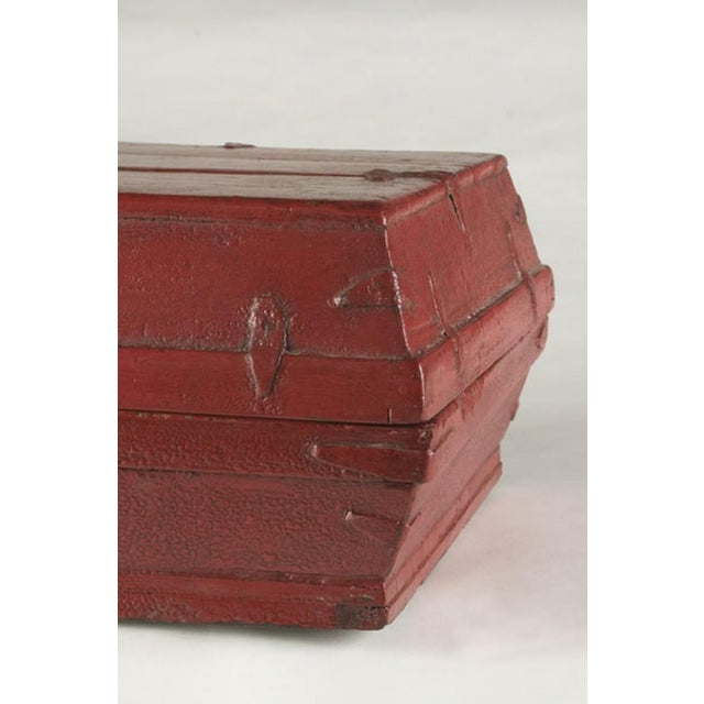 Red lacquer box with a removable top from China c. 1875 - Image 5 of 5