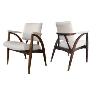 A sculptural pair of American mid-century arm chairs with shapely frame; by Boling Chair Company 1949, North Carolina