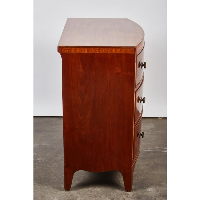 English 19th Century Medium Brown Mahogany Bow Front Chest of Drawers with Inlay - Image 9 of 10