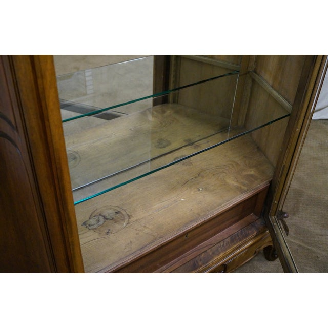 Antique 19th Century Louis XV Walnut Curio Cabinet - Image 9 of 10