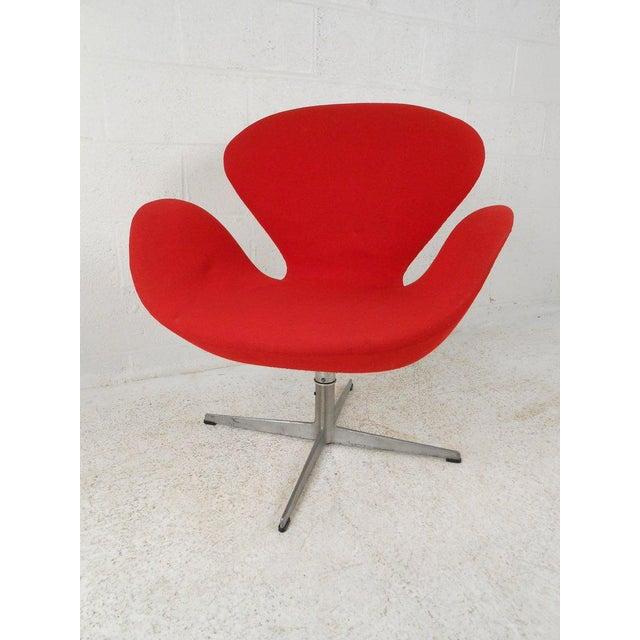 Swan Chair by Arne Jacobsen for Fritz Hansen - Image 4 of 4