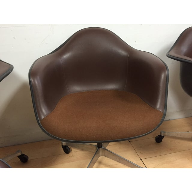 Eames Shell Chairs for Herman Miller - Set of 5 - Image 7 of 9