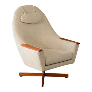Scandinavian Swivel Lounge Chair