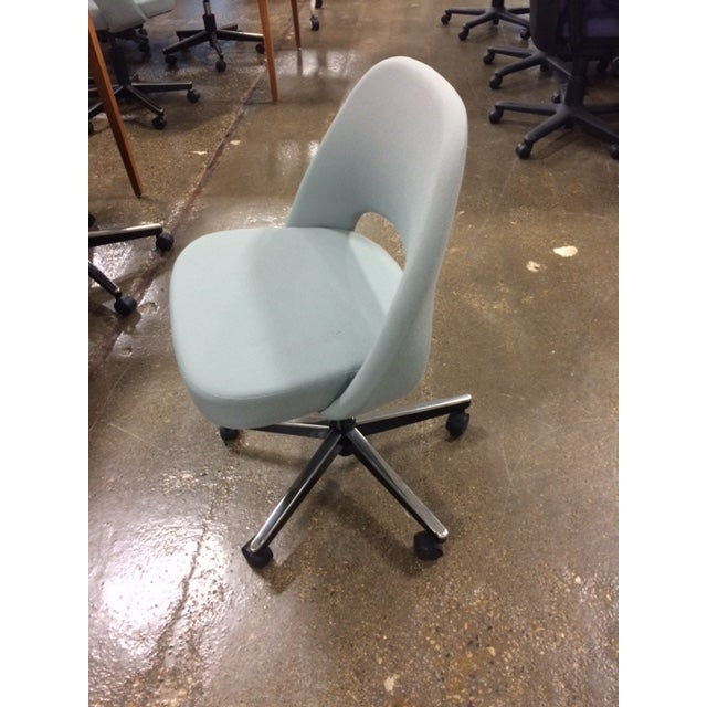 Knoll Saarinen Side Chair With Casters - Image 4 of 6