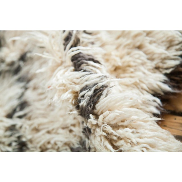 "Vintage Beni Ourain Moroccan Carpet - 5' X 7'8"" - Image 4 of 4"