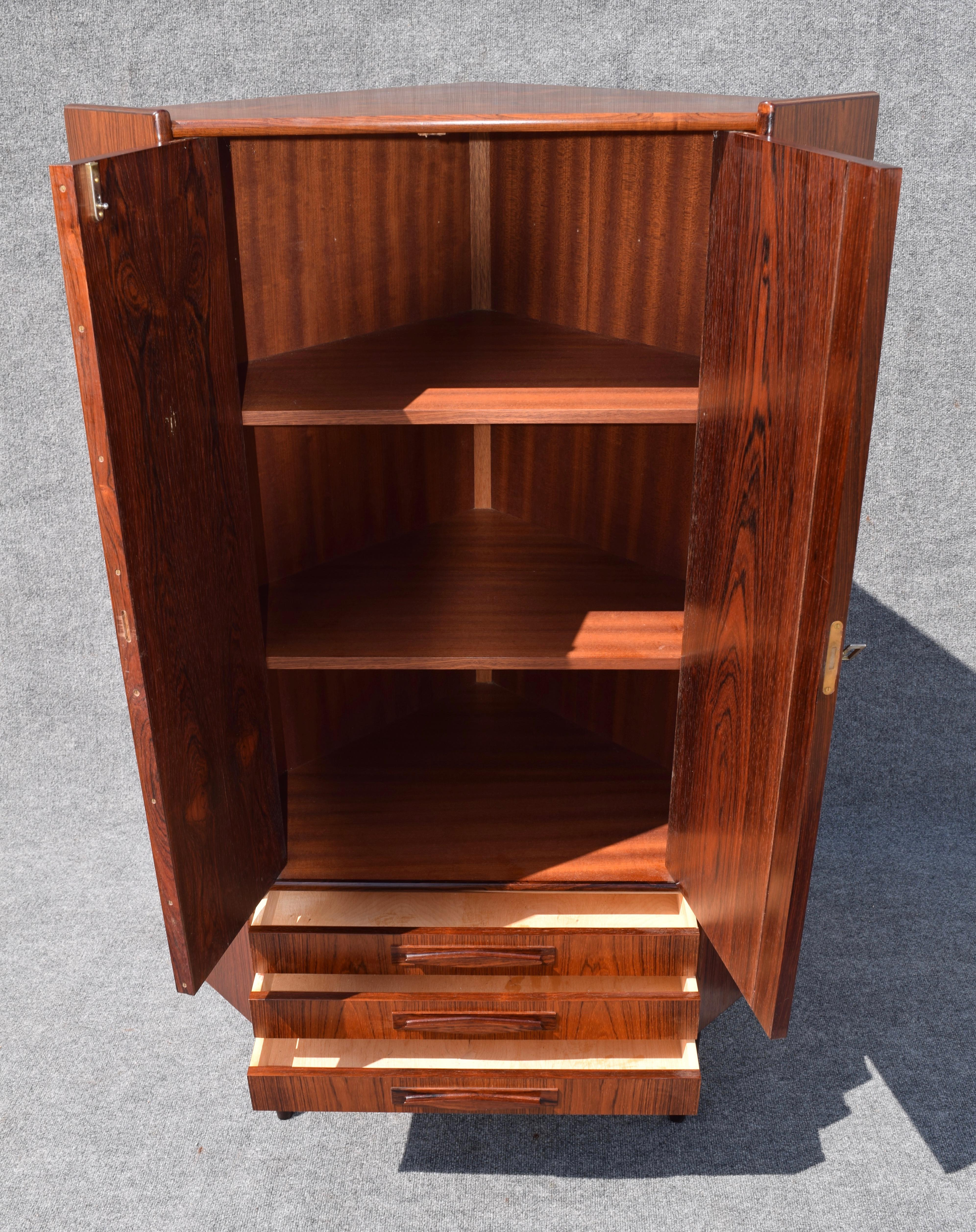 Great Vintage Danish Mid Century Modern Rosewood Corner Cabinet   Image 2 Of 8