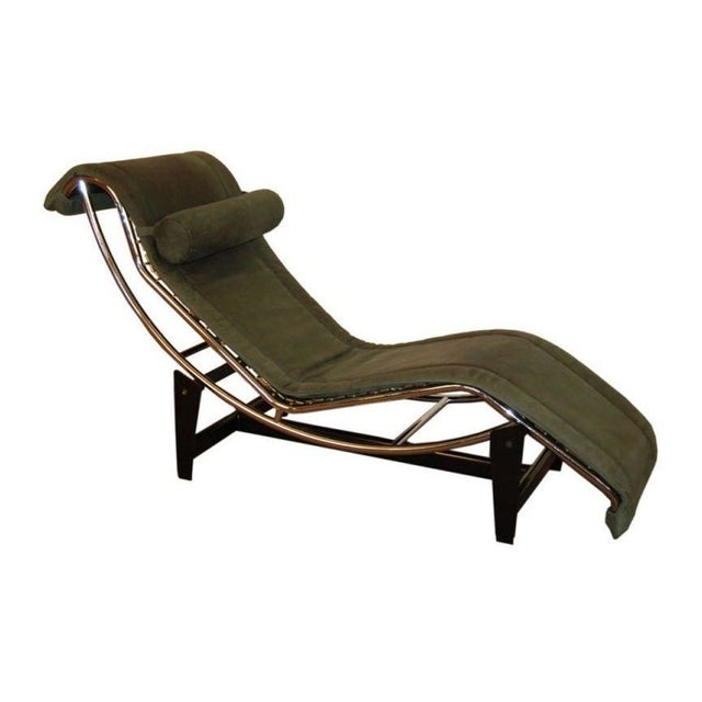 Le corbusier lc4 green leather chaise longue chairish for Chaise longue lc4