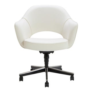 Saarinen Executive Arm Swivel Chair in Ivory Basket Weave