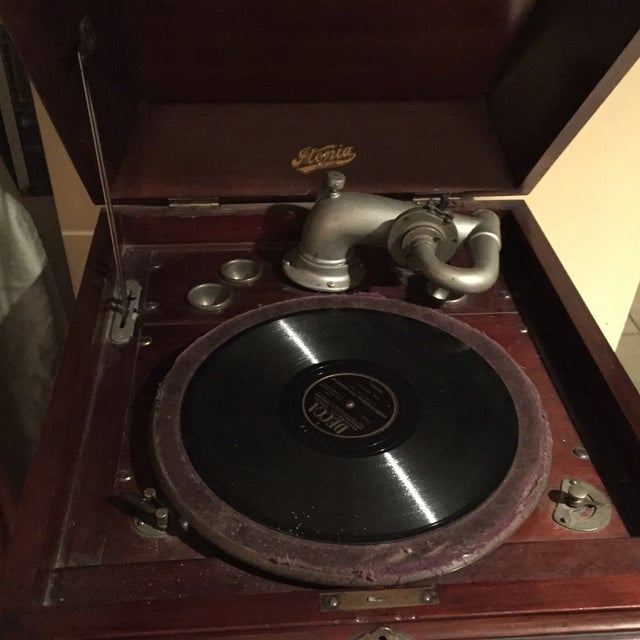 Image of 1940's Victrola Record Player