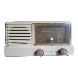 General Electric Vintage White Mid-Century Radio