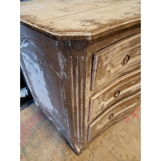 Antique White Painted Louis XV Three Drawer Commode With Serpentine Front - Image 6 of 8