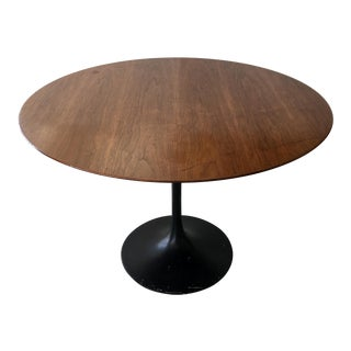 Vintage Knoll Round Dining Table