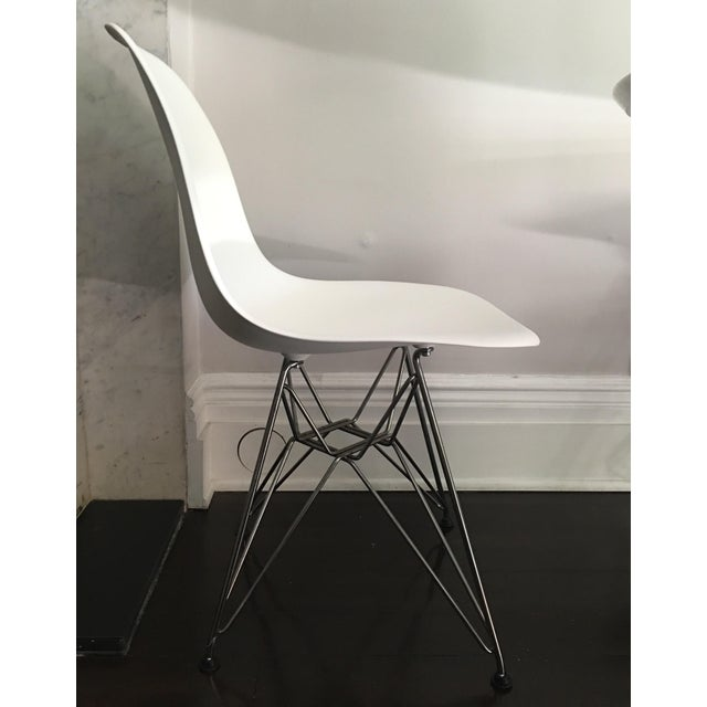 eames molded plastic chairs with chrome legs set of 4 chairs