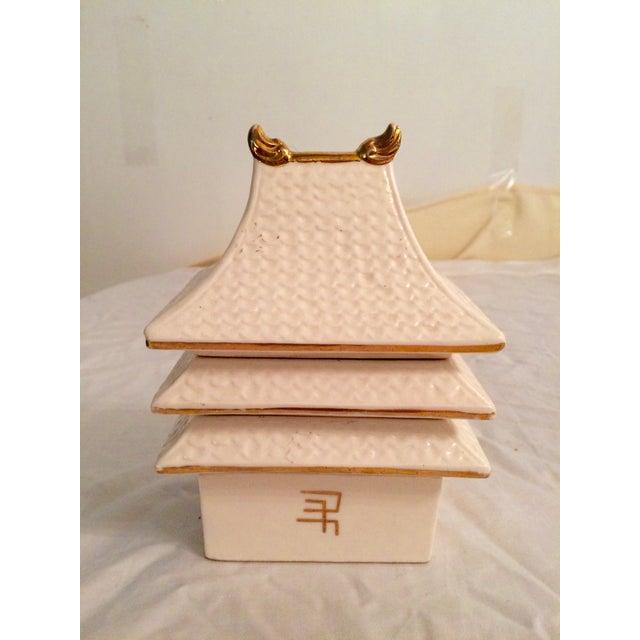 Image of Pagoda Smoking Set