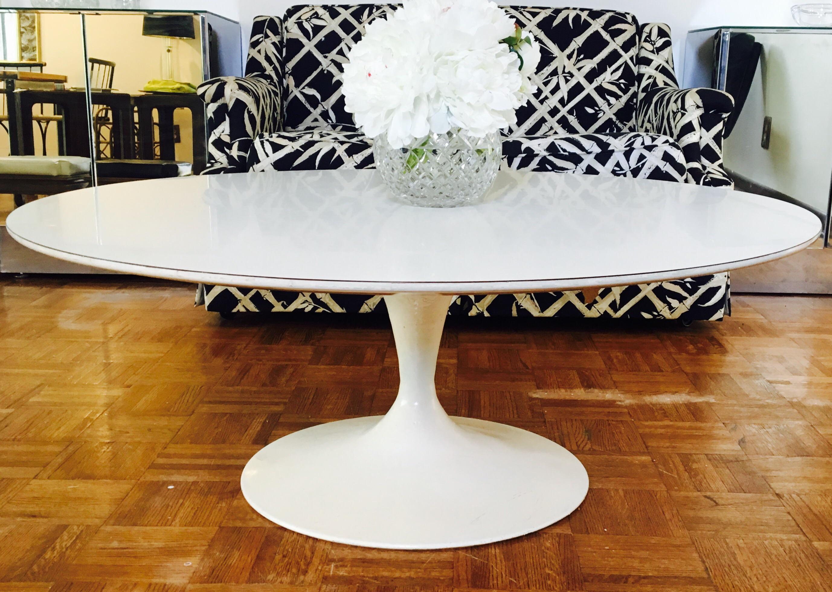 Eero Saarinen For Knoll Pedestal Coffee Table