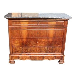 FRENCH LOUIS PHILIPPE BOOKMATCHED FRONT WALNUT COMMODE WITH GRAY MARBLE TOP.
