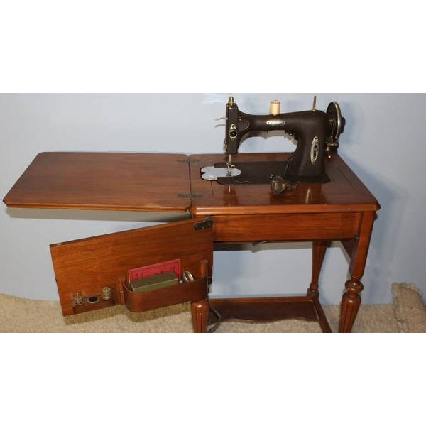 Antique Sewing Machine Cabinet From 1926 - Image 3 of 8