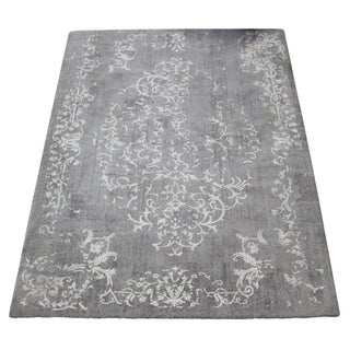 "Distressed Gray Floral Rug - 7'7"" x 5'3"""