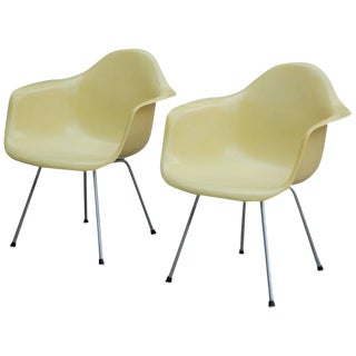 Early Pair of Eames Transitional Zenith Style Fiberglass Lounge Chairs