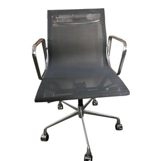 Eames Aluminum Group Management Desk Chair with Pneumatic Lift