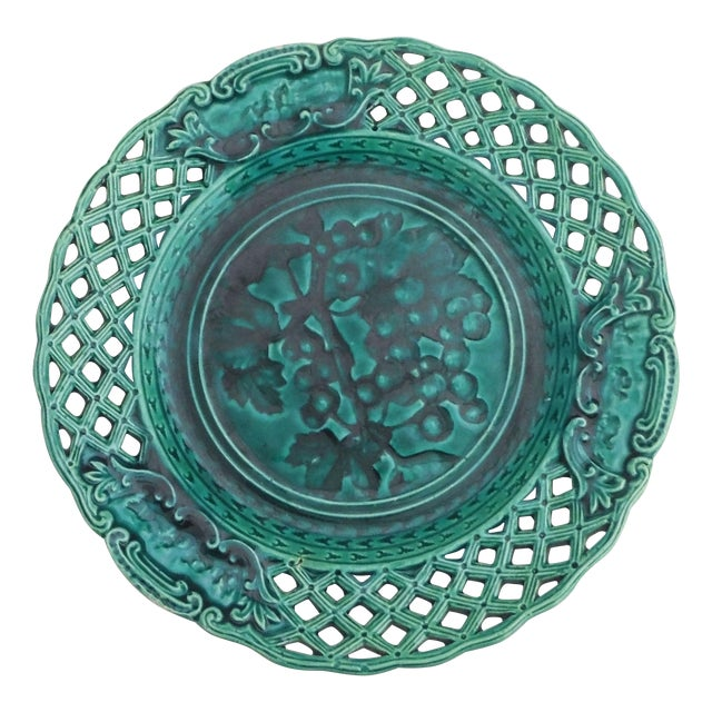 Green Majolica Redcurrant Wall Plate - Image 1 of 3