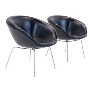 Pair of Arne Jacobsen Pot Chairs Made by Fritz Hansen, Denmark