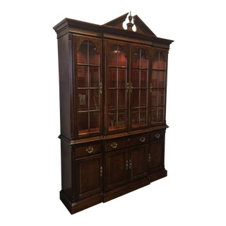 Vintage Drexel Heritage Cherry Traditional Lighted Breakfront China Cabinet