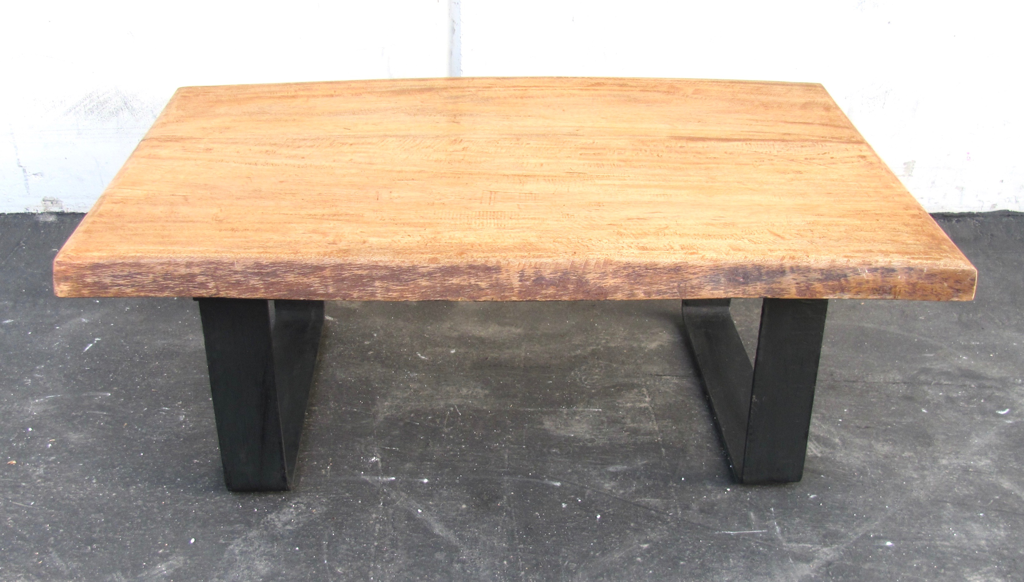 Slab Coffee Table: Minimalist Natural Wood Slab Coffee Table