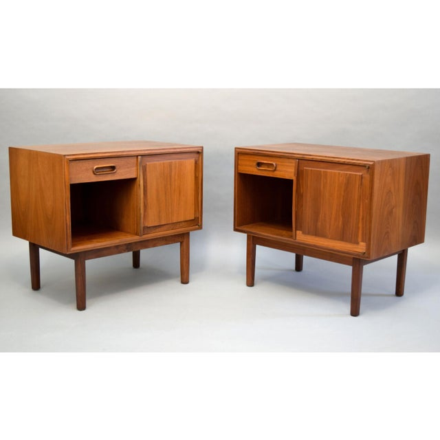 Jack Cartwright for Founders Walnut Nightstands - A Pair - Image 2 of 11