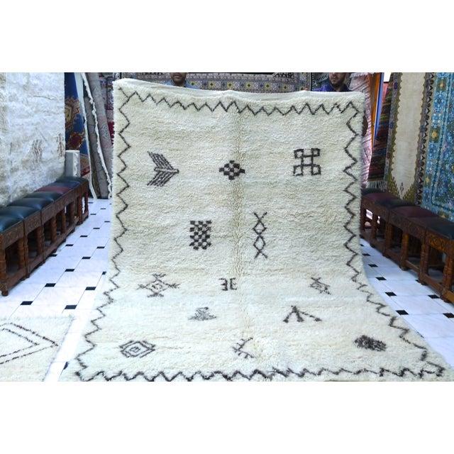 """Moroccan Beni Ourain Berber Rug - 6′8″ × 10′2"""" - Image 3 of 9"""