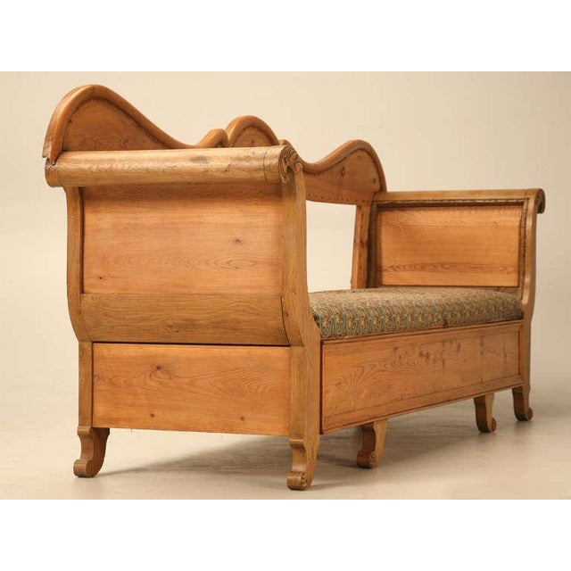 Sumptuous 19th C. Danish Pine Sleeping Bench W/Curves in All the Right Places - Image 7 of 10