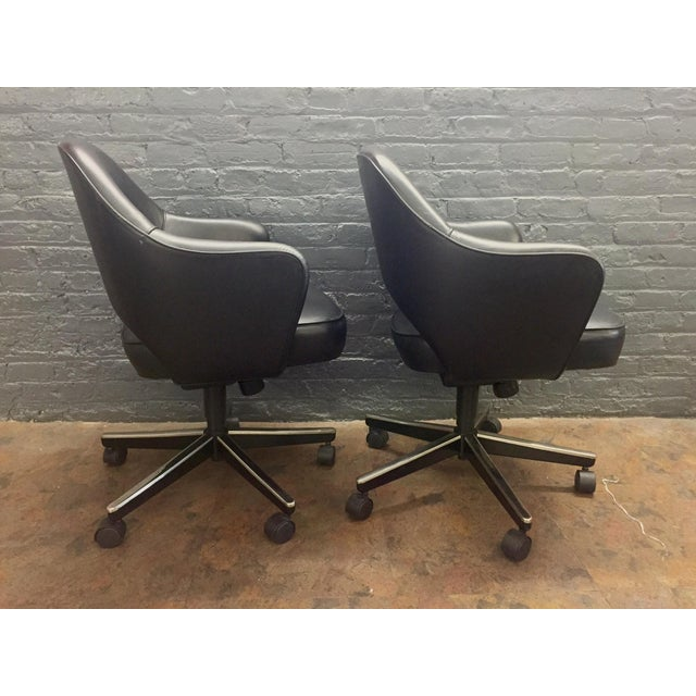 Eero Saarinen Knoll Blk Leather Chair -5 Available - Image 5 of 7
