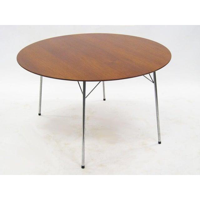 Image of Model 3600 dining table by Arne Jacobsen for Fritz Hansen