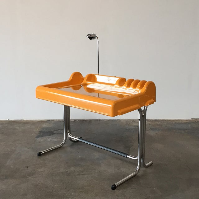 Molteni & C Orix Molded Plastic Desk - Image 2 of 7