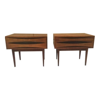 Pair Mid Century Modern Walnut Nightstands