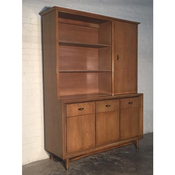 Image of Mid-Century Modern China Cabinet by Kroehler
