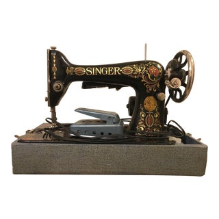 1913 Antique Singer Sewing Machine and Carrying Case