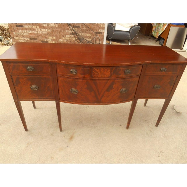 Antique Federal Serpentine Flame Mahogany Buffet - Image 4 of 11