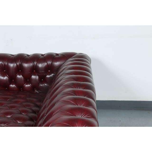 1970'S Burgundy Emerson Leather Chesterfield Sofa - Image 6 of 10