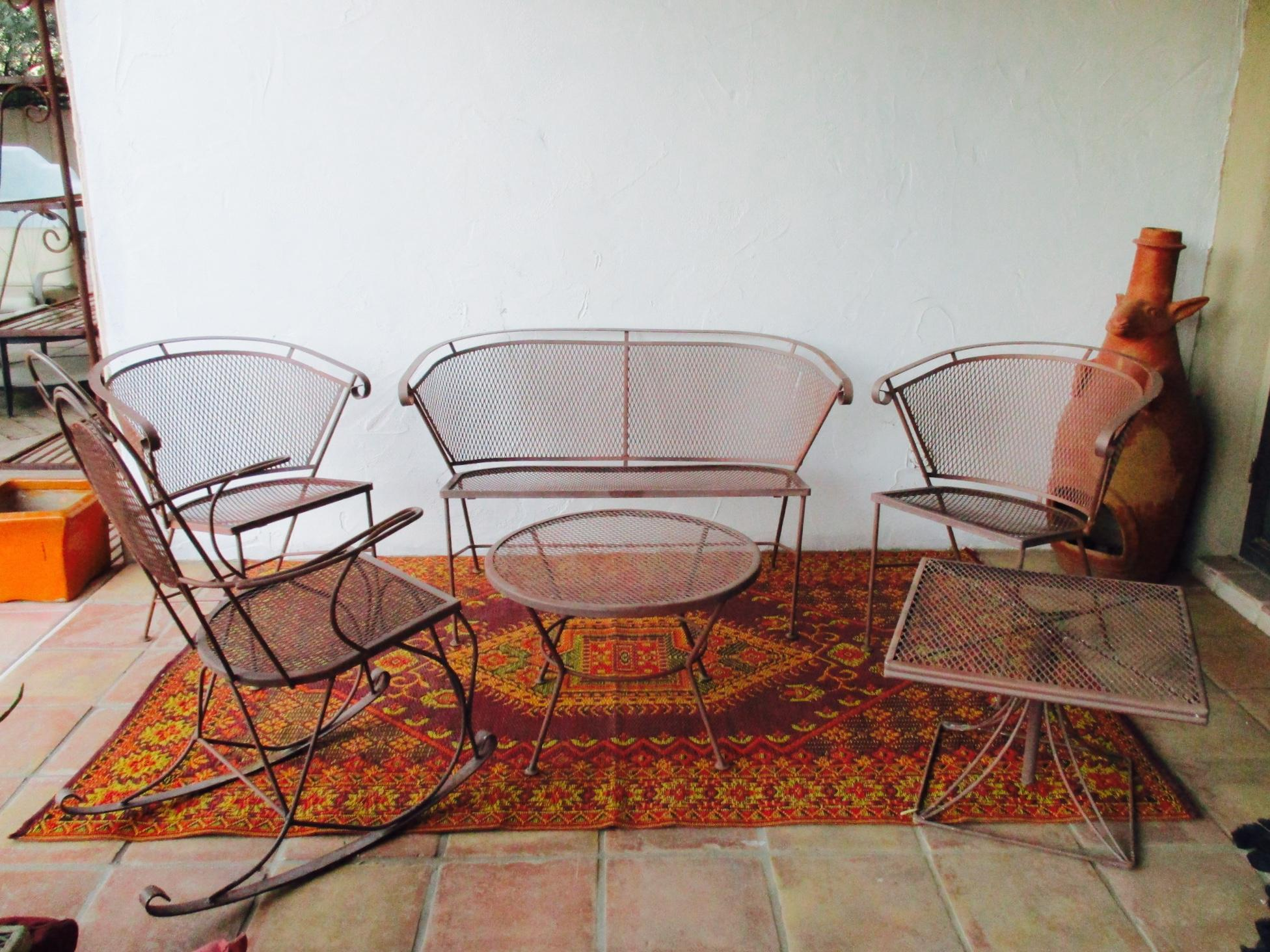 1950s Vintage Mid Century Wire Mesh Patio Round Table