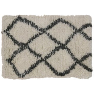 Black and White Moroccan Style Rug - 2'1 x 3'