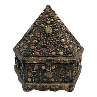 Cabochon Pyramid Lidded Box