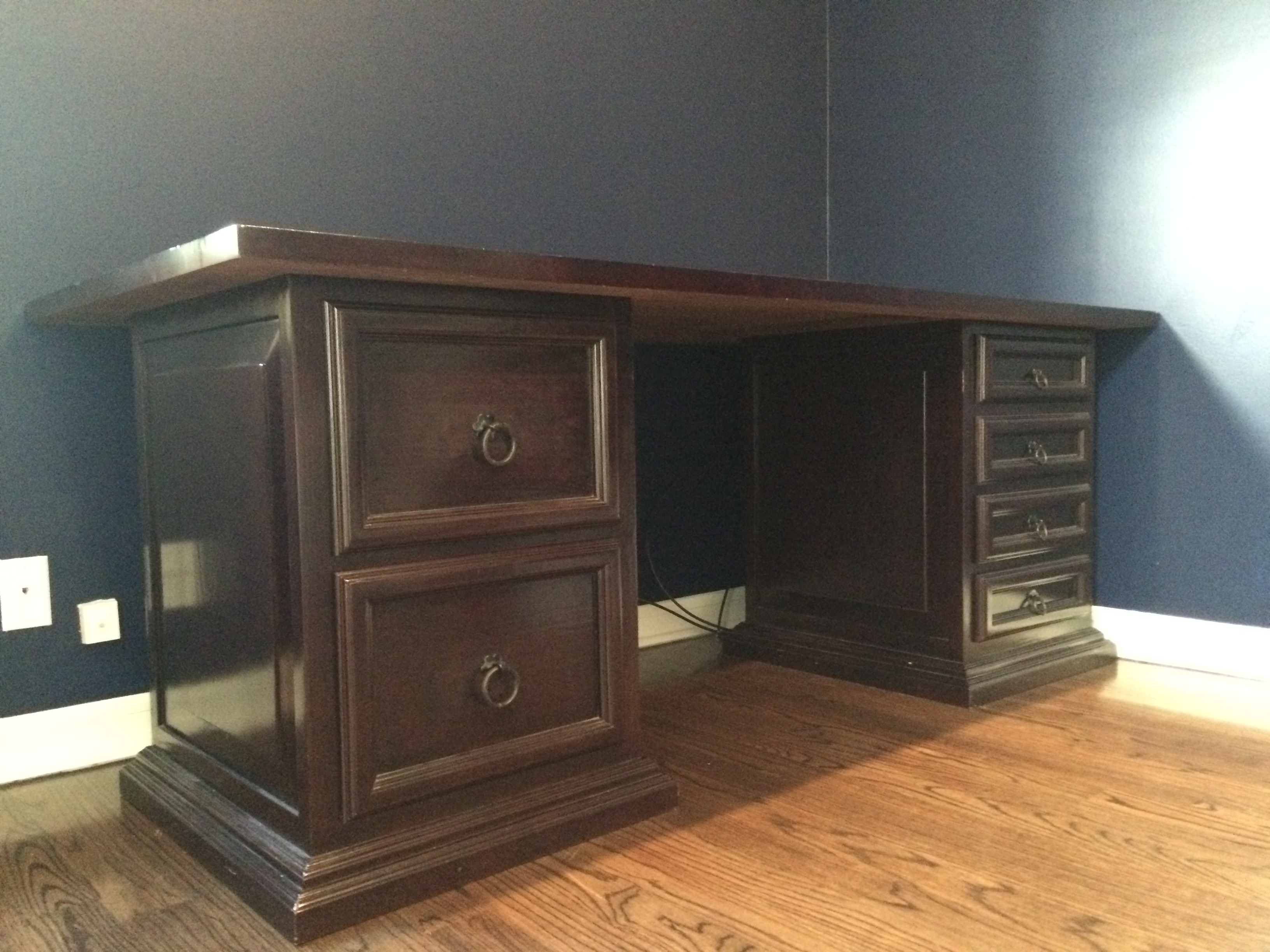 Pampa Furniture Traditional Dark Wood Desk   Image 2 Of 5