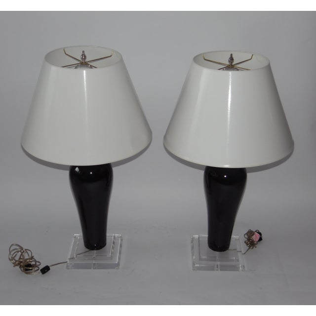 Mid-Century Lucite & Ceramic Table Lamps - A Pair - Image 4 of 9