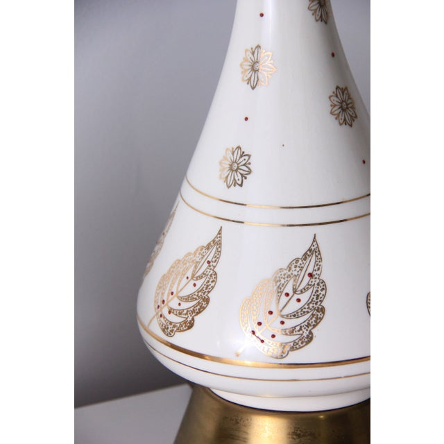 Vintage White & Brass Mid-Century Lamps - A Pair - Image 4 of 4
